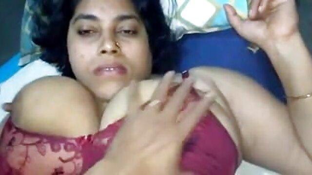 समलैंगिक टट्टू अपने वीडियो में मूवी सेक्सी खिलौने का उपयोग कर