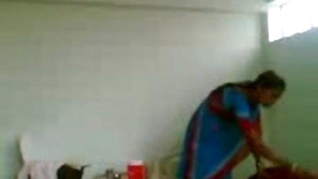 सारा हाथ और चूची सेक्सी मूवी हिंदी में वीडियो