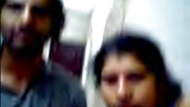 खूबसूरत किशोर की सेक्सी मूवी वीडियो हिंदी में चूत को चोदता है