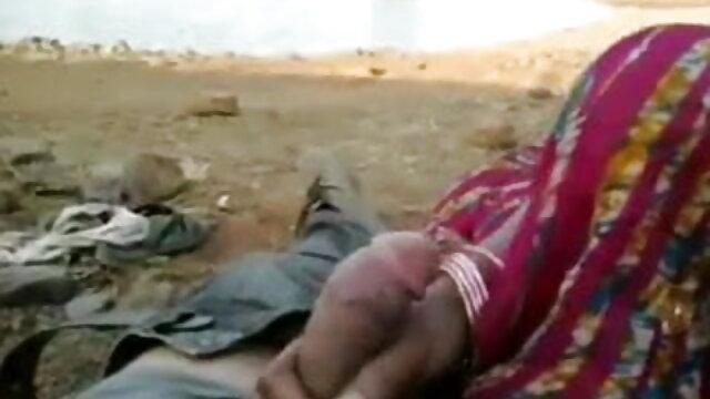 गांठदार हिंदी में फुल सेक्सी मूवी त्रिगुट
