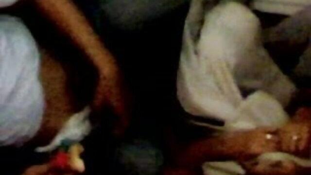 डोमिनट्रिक्स स्ट्रिप्स और स्पैंक्स गुजराती में सेक्सी मूवी उसका दास