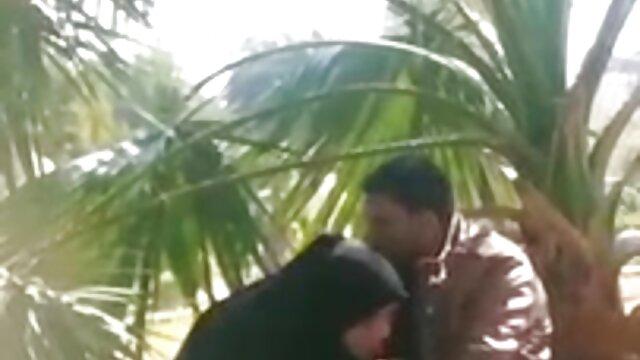 गोरा अप्सरा सेक्सी मूवी पिक्चर हिंदी में स्टड को एक जंगली मैला bj देता है