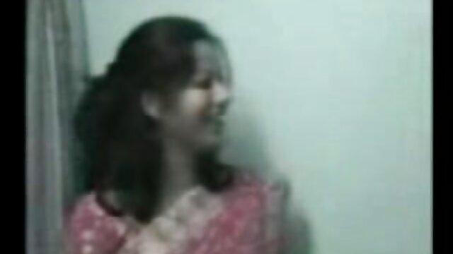 संचिका श्यामला हिंदी सेक्सी मूवी वीडियो में blowjob देता है, सवारी करता है और झुकता है