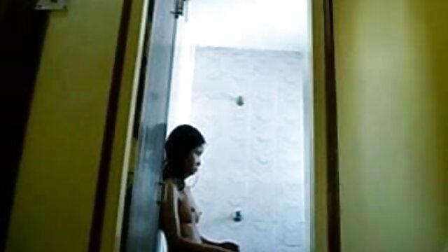 हॉटी हार्ड कॉक सेक्सी मूवी हिंदी में वीडियो के साथ-साथ वाइब्रेटर का भी इस्तेमाल करती है