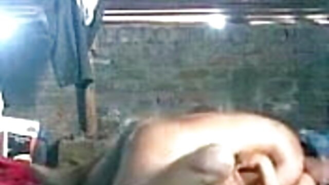 गोरी टहनियों से पीटा सेक्सी हिंदी मूवी में