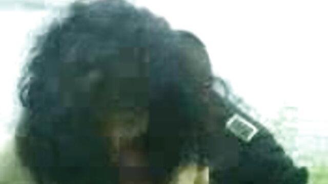 MOM सेक्सी मूवी वीडियो हिंदी में तलाकशुदा एमआईएलए उसके बड़े स्तनों को साझा करना चाहता है