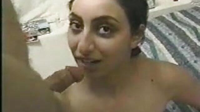 हॉट स्टड भोजपुरी में सेक्सी मूवी में उसके मुर्गा चूसा जाता है