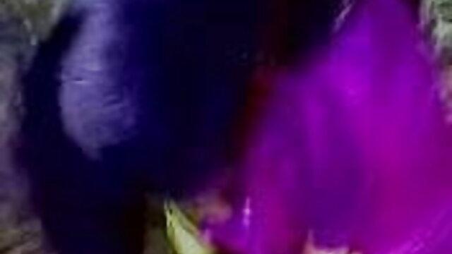 लड़की अपने डिक और गोनैड्स को रस्सी से सेक्सी वीडियो हिंदी मूवी में लपेटती है
